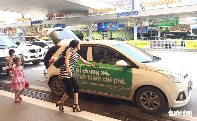 Cho thuê thân xe để quảng cáo Grab, chủ xe phải nộp thuế 7% - Ảnh 1.
