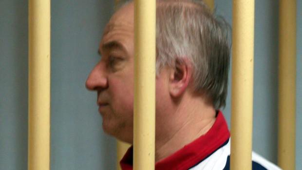 Vụ đầu độc cựu điệp viên: Anh cho Nga 24 giờ để giải thích - Ảnh 1.