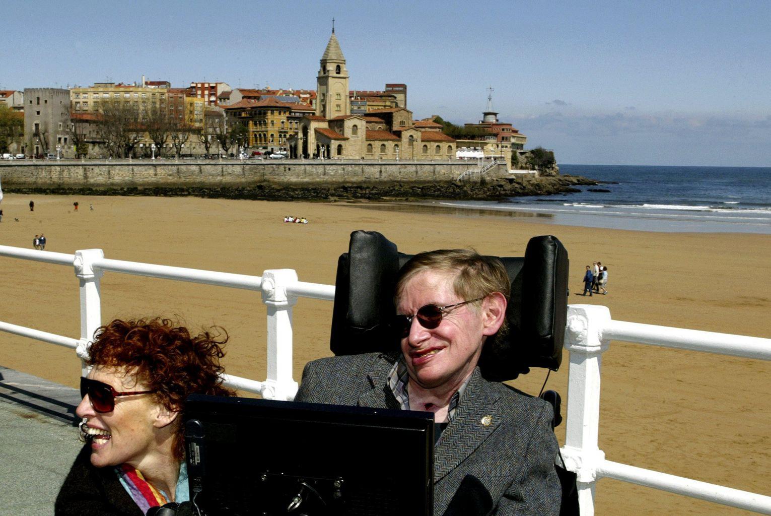 Stephen Hawking - một nghị lực phi thường - Ảnh 1.