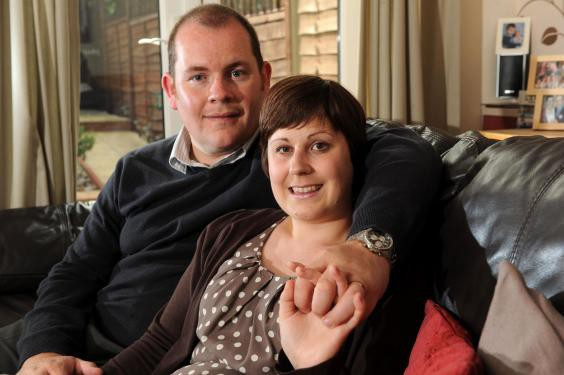 Chồng nhận được thiệp sinh nhật hàng năm sau khi vợ qua đời - Ảnh 1.