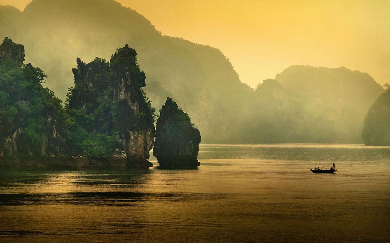 Ngắm Vịnh Hạ Long 'đẹp từ sáng tới chiều'