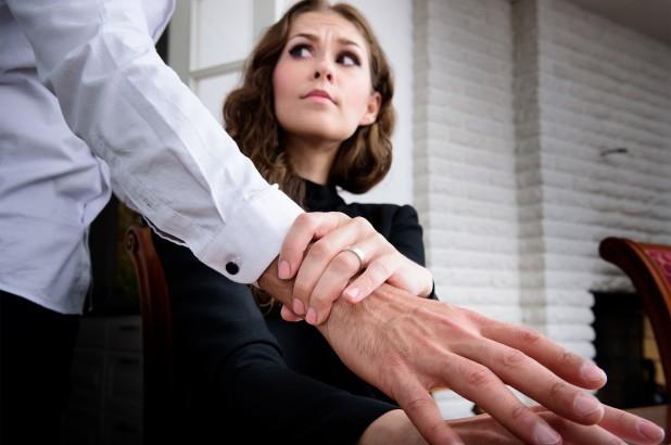 Nhận biết về quấy rối tình dục ở nơi làm việc - Ảnh 3.