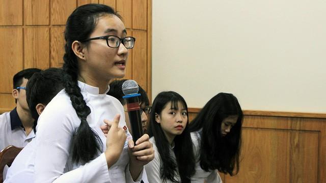 Trao học bổng 300 triệu đồng cho nữ sinh phản ánh cô không giảng bài - Ảnh 1.