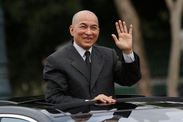 Chỉ trích hoàng gia trên Facebook, thầy giáo Campuchia bị bắt - Ảnh 1.