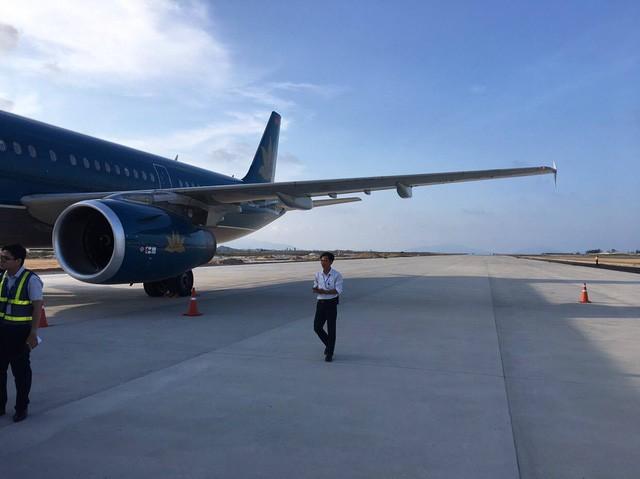 Thu bằng lái 2 tháng của phi công hạ cánh nhầm đường băng - Ảnh 1.