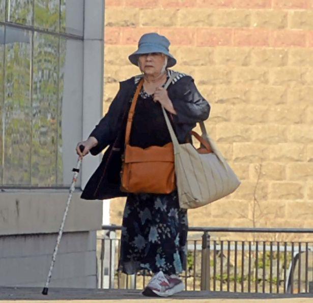Bà lão gốc Việt lãnh án vì cầm đầu băng buôn người ở Anh - Ảnh 1.