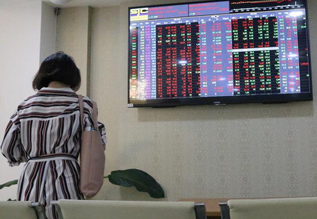 VN Index mất hơn 32 điểm, bốc hơi gần 4,3 tỉ USD - Ảnh 1.