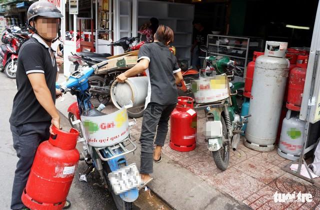 Giá gas tăng thêm 18.000 đồng/bình 12kg - Ảnh 1.