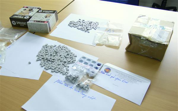 Thêm vụ ma túy từ Hà Lan được chuyển phát nhanh vào VN - Ảnh 1.