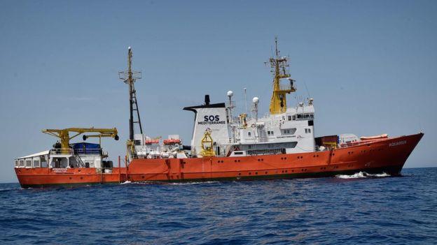 Pháp - Ý khẩu chiến về chuyện bỏ mặc tàu chở người di cư - Ảnh 2.