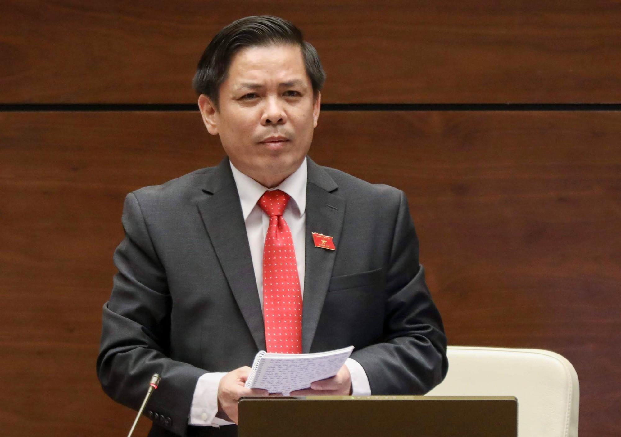 Chất vấn bộ trưởng Giao thông, Chủ tịch Quốc hội nói cứ trạm thu phí mà gọi - Ảnh 1.