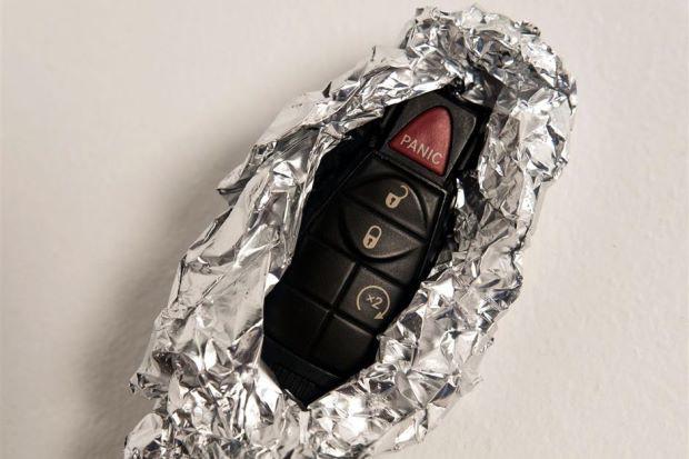 Tại sao nên bọc chìa khóa xe ô tô trong giấy bạc? - Ảnh 1.