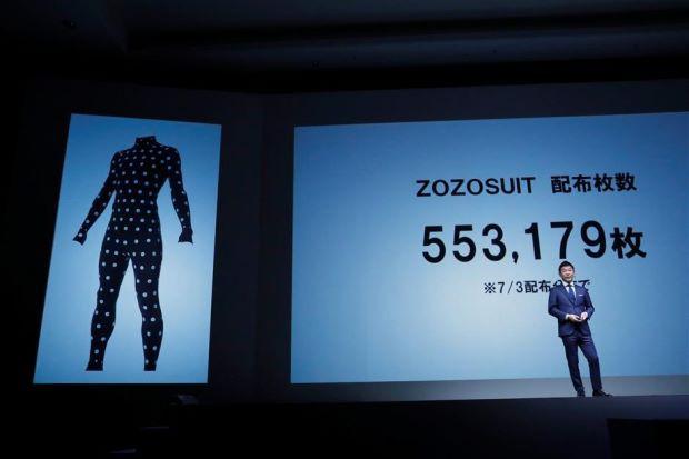 Nhật Bản chế tạo quần áo tự chỉnh kích thước phục vụ bán hàng online - Ảnh 1.