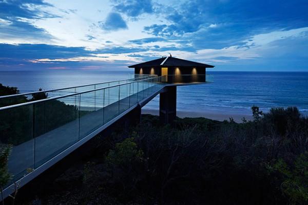 Ngôi nhà nghỉ dưỡng lơ lửng trên mặt biển ở Úc - Ảnh 1.