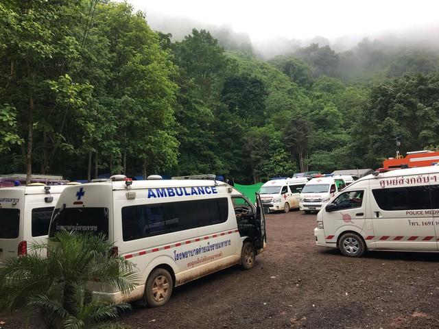 Thái Lan họp báo chuẩn bị giải cứu đội bóng trong hang Tham Luang - Ảnh 1.