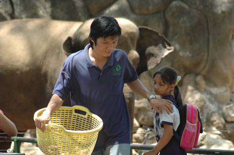 Cú và chim se sẻ - chuyện cổ tích hiện đại giữa Sài Gòn - Ảnh 5.