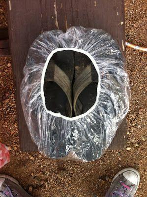 Công nghệ mới: bình xịt chống thấm nước giày dép - Ảnh 1.
