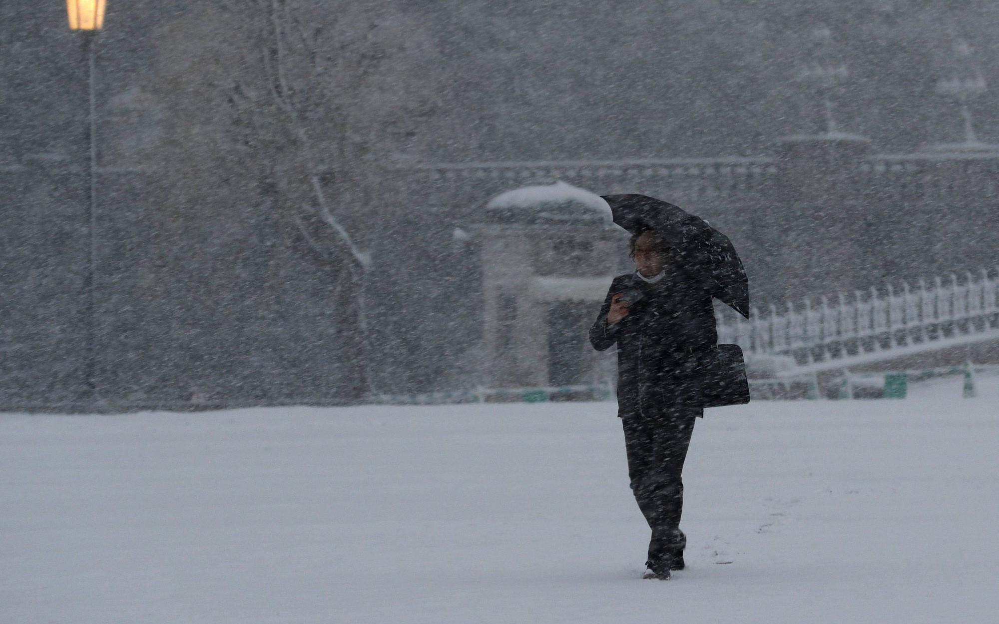 Bão tuyết, núi lửa cùng tấn công nước Nhật trong một ngày