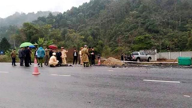 Khởi tố vụ án, tạm giữ lái xe tông chết 5 công nhân - Ảnh 1.