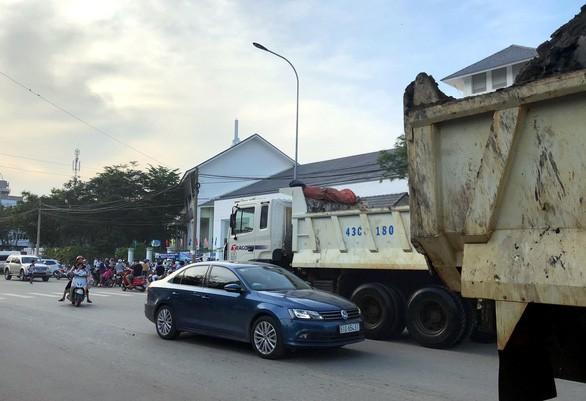 Trung tá Huỳnh Trung Phong: Có nhóm cảnh giới đưa xe tải vào đường cấm ở TP.HCM - Ảnh 2.