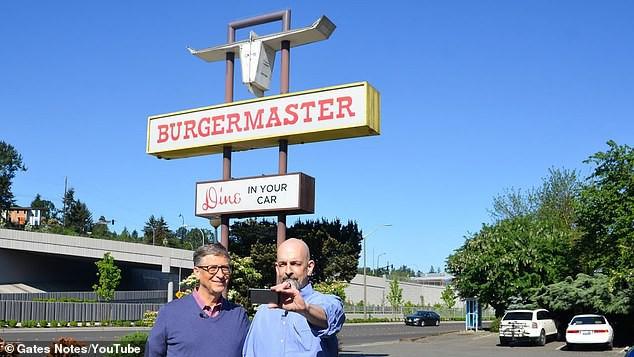 Mạng sốt với ảnh tỉ phú Bill Gates xếp hàng mua thức ăn nhanh 7,68 USD - Ảnh 2.