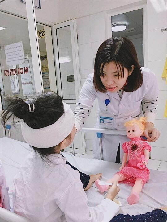 Bé gái 6 tuổi bị chấn thương nghiêm trọng do chó nhà tấn công - Ảnh 1.