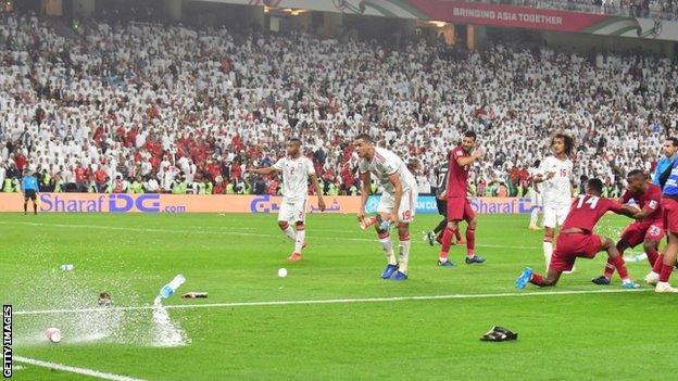 CĐV và truyền thông Qatar kêu gọi phạt nặng chủ nhà UAE - Ảnh 1.