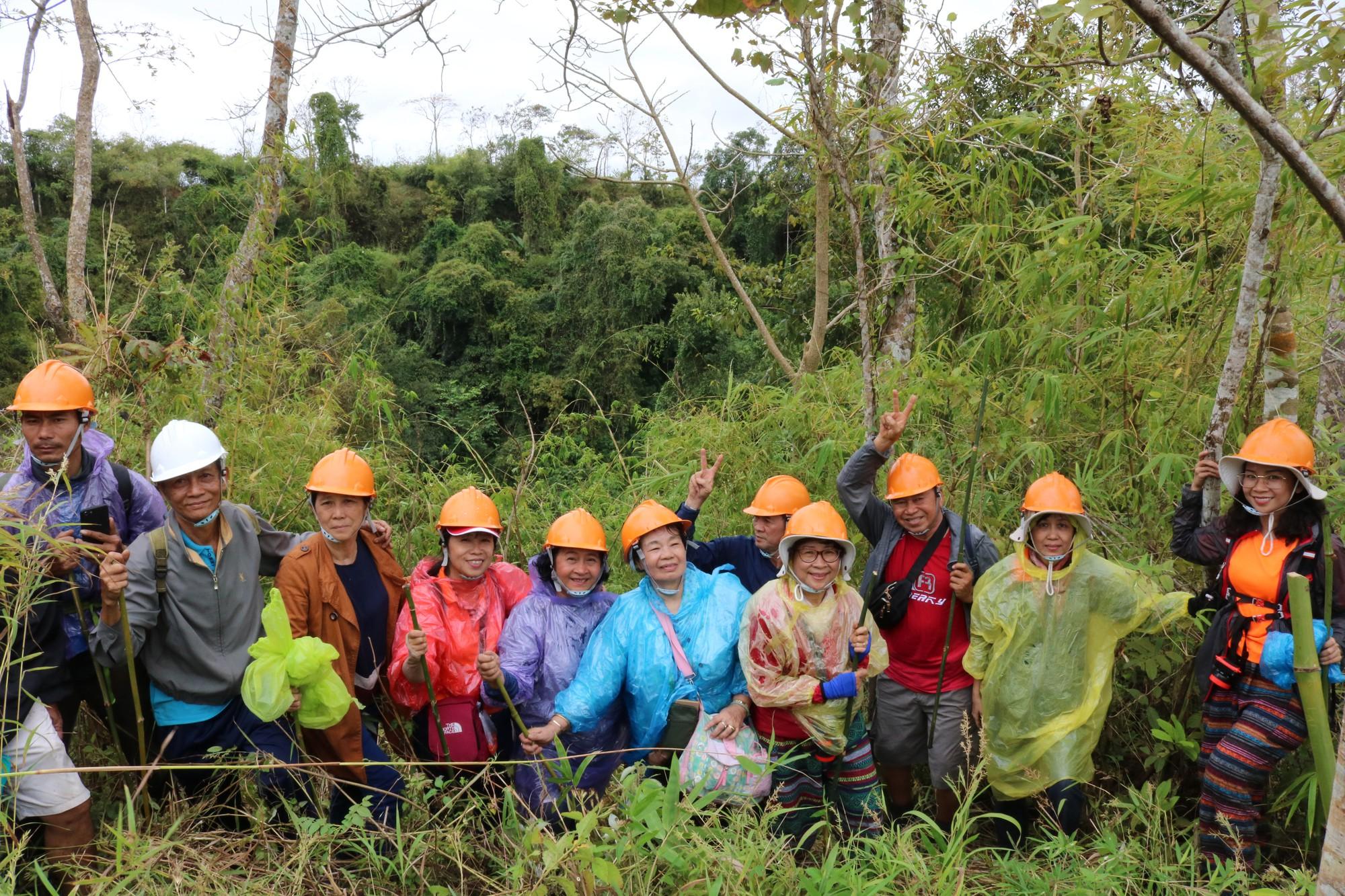 Đón năm mới trên núi lửa Chư B'luk - Ảnh 10.