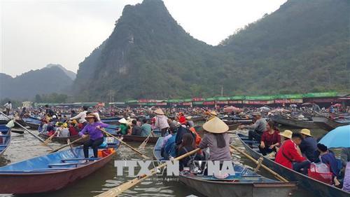 Hà Nội tuyên chiến với trục lợi lễ hội - Ảnh 1.