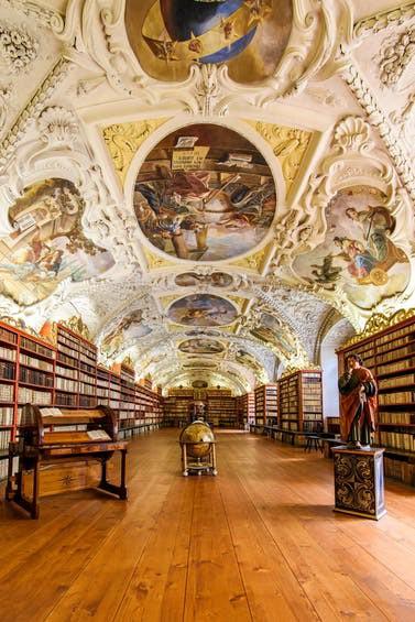 Những tuyệt tác trần nhà đẹp nhất thế giới - Ảnh 4.