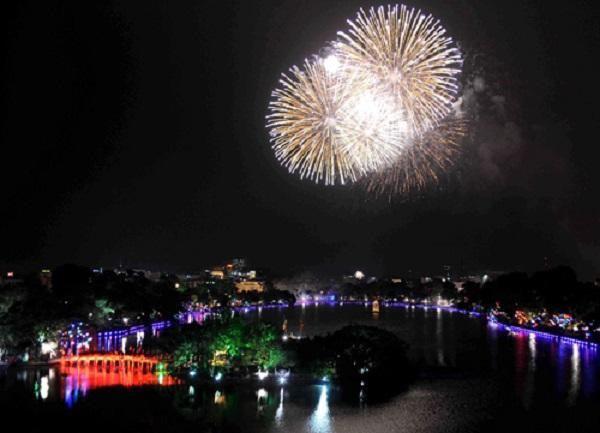 Hà Nội sẽ bắn pháo hoa tại tất cả các quận, huyện dịp Tết Canh Tý - Ảnh 1.