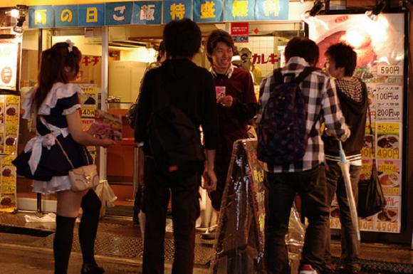Cạm bẫy bóc lột tình dục chực chờ các nữ sinh Nhật - Ảnh 3.