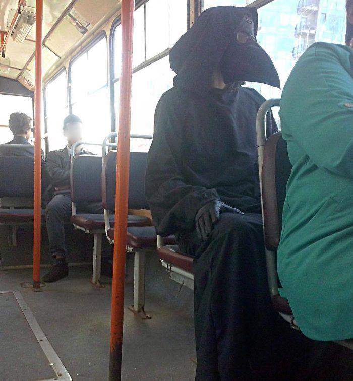 Những khoảnh khắc khó đỡ trên xe buýt, không thể nhịn cười - Ảnh 4.