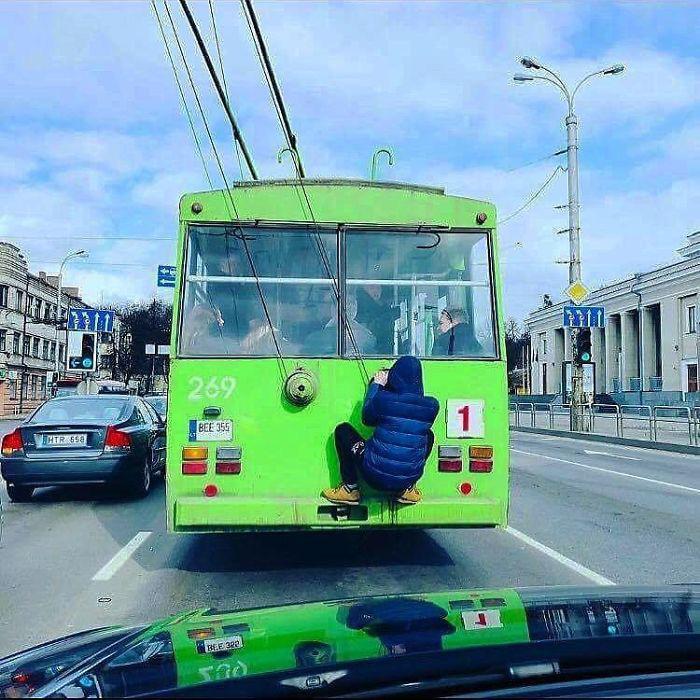 Những khoảnh khắc khó đỡ trên xe buýt, không thể nhịn cười - Ảnh 5.