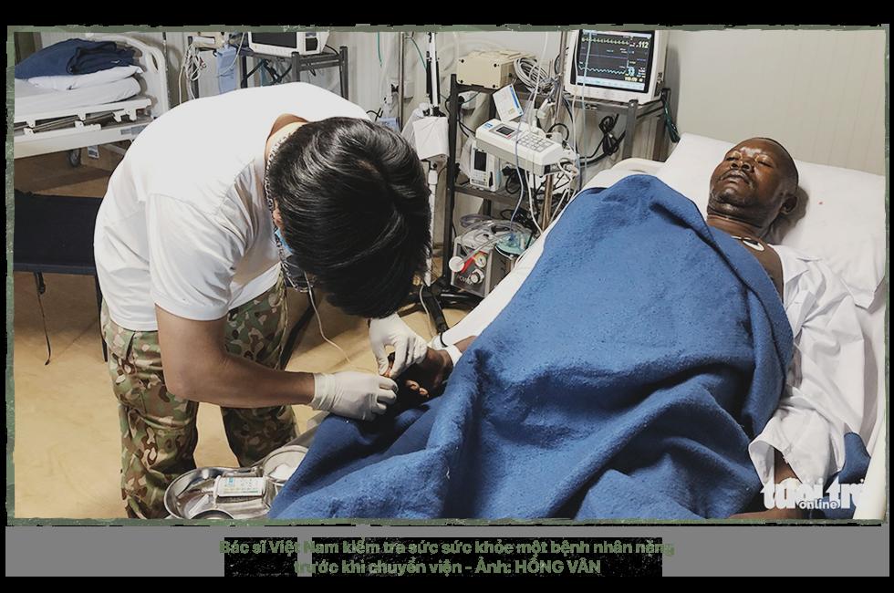 Kỳ 3: 24 giờ ở bệnh viện dã chiến - Ảnh 2.