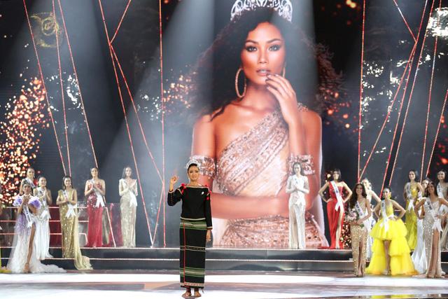 Showbiz Việt 2019: Ngập tình yêu và cảm hứng, nhưng ứng xử vẫn đáng báo động - Ảnh 3.