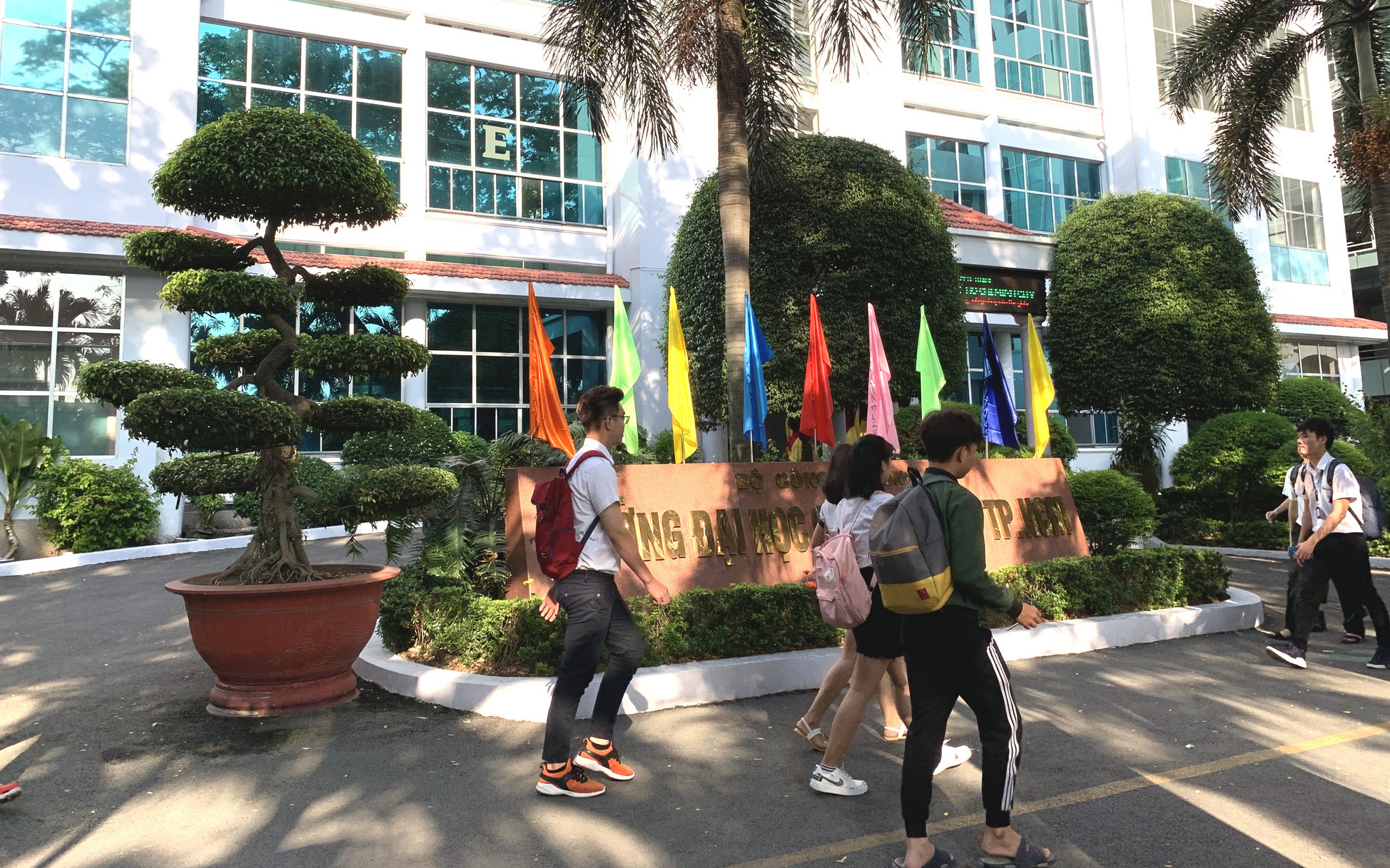 ĐH Công nghiệp TP.HCM cảnh báo hơn 2.200 sinh viên bỏ học, bỏ thi