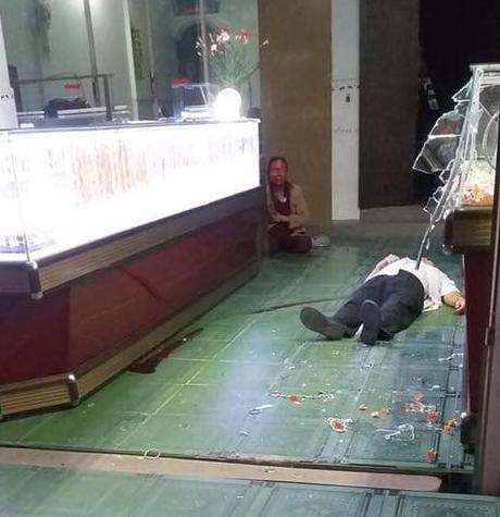 Tấn công vợ chồng chủ tiệm vàng để cướp giữa trận bóng đá U22 Việt Nam - Singapore - Ảnh 2.