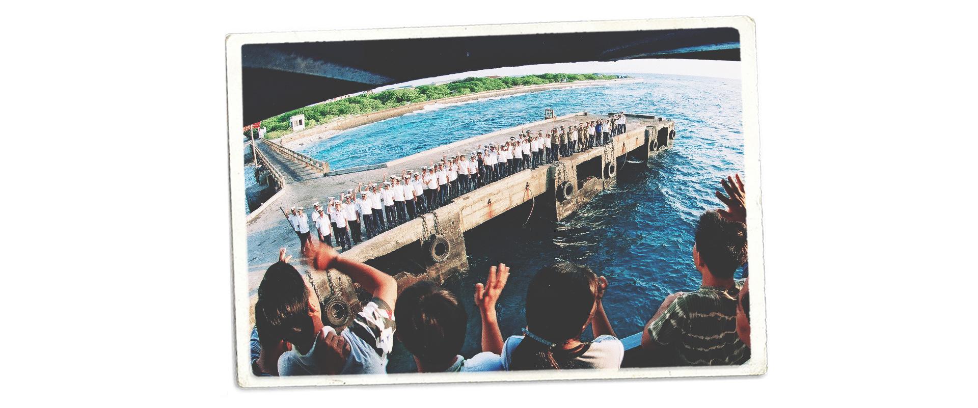 Thành phố nhỏ trên Biển Đông: Trường Sa - Ảnh 30.