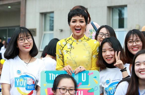 TP.HCM mời hoa hậu H'Hen Niê làm đại sứ hình ảnh Lễ hội áo dài 2019 - Ảnh 1.
