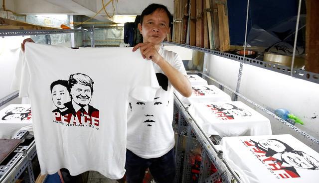 Phóng viên quốc tế đưa tin thượng đỉnh Trump - Kim du lịch miễn phí - Ảnh 1.