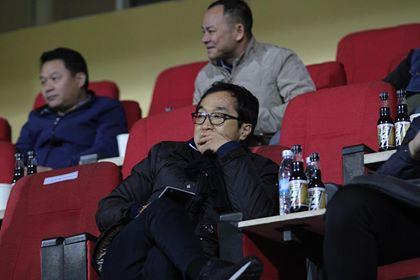 HLV Lee Young Jin dự khán trận Hà Nội - Than Quảng Ninh - Ảnh 1.