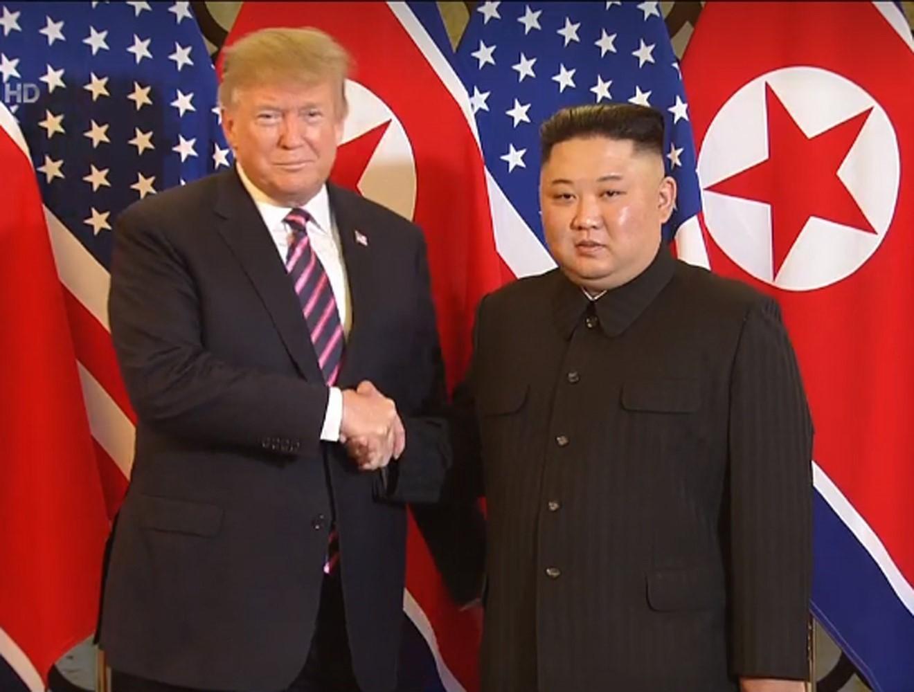 Tổng thống Trump: Vinh dự khi ở cạnh Chủ tịch Kim tại Hà Nội - Ảnh 1.