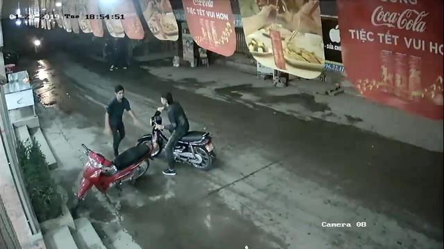 Đã bắt được nghi phạm cứa cổ lái xe taxi ở Mỹ Đình - Ảnh 2.