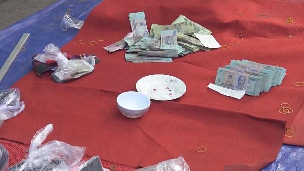 Triệt phá nhóm đánh xóc đĩa tiền tỉ chiều mùng 3 tết - Ảnh 2.