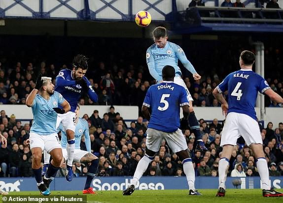Đá bại Everton, Manchester City chiếm lại ngôi đầu - Ảnh 1.