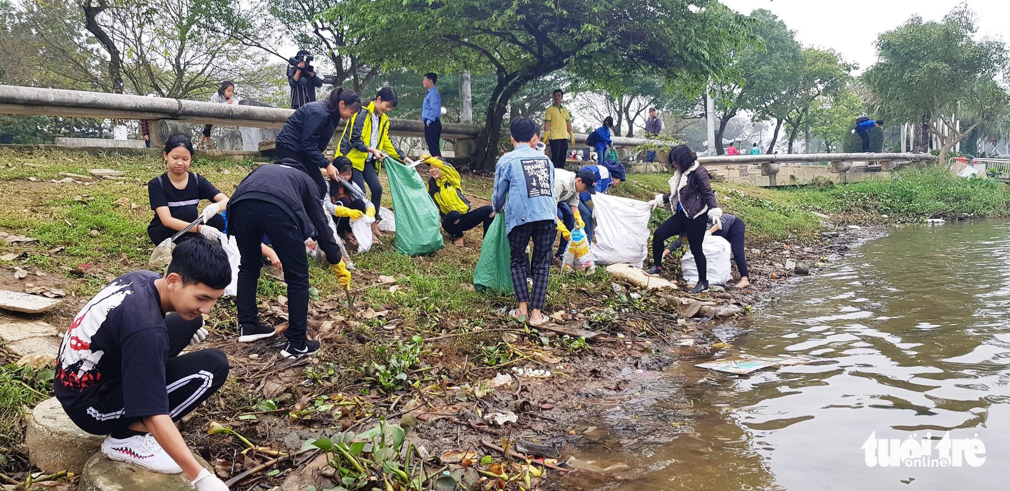 Theo trào lưu Facebook, Huế mở cuộc thi thử thách dọn rác - Ảnh 1.