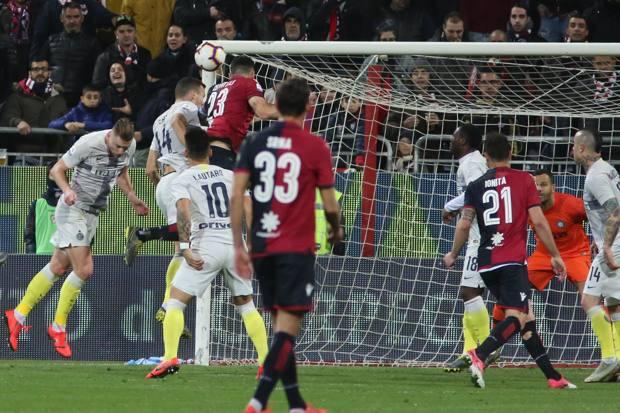 Thua Cagliari, Inter Milan có nguy cơ rơi khỏi tốp 3 Serie A - Ảnh 2.