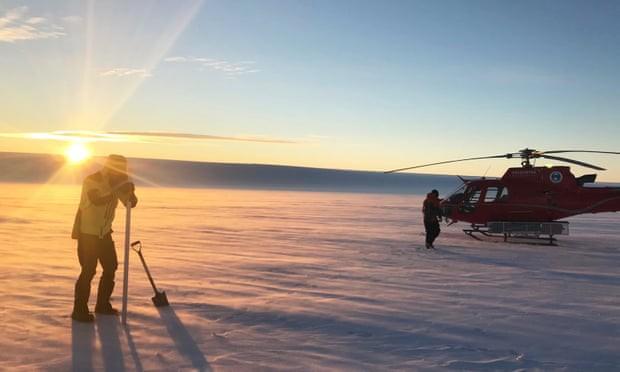 Có hồ nước bí ẩn bên dưới mảng băng khổng lồ Nam Cực? - Ảnh 1.