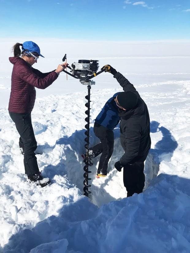 Có hồ nước bí ẩn bên dưới mảng băng khổng lồ Nam Cực? - Ảnh 2.